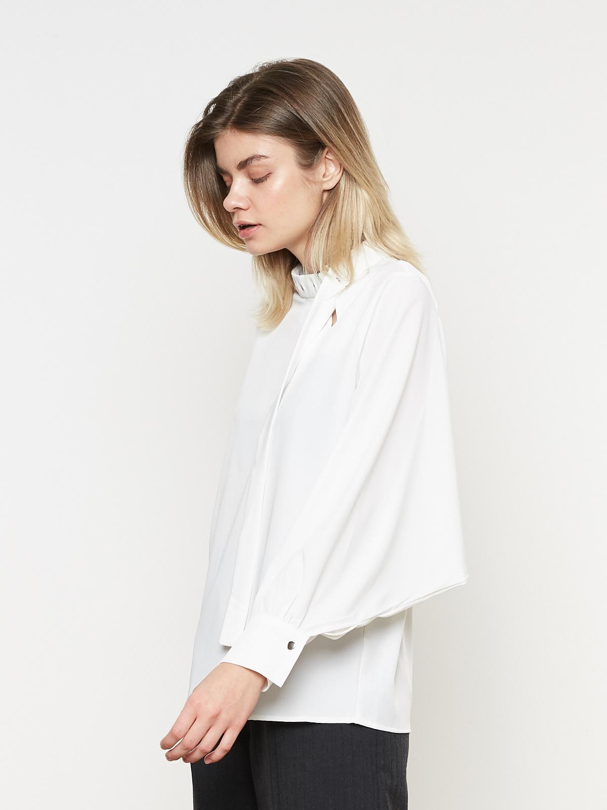 Блуза с ремнем на шее