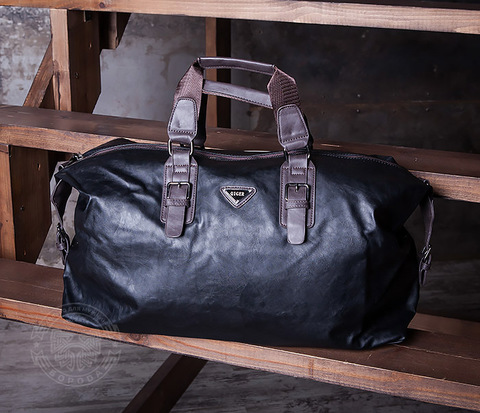 Мужская сумка из кожи черного цвета с ремнем на плечо