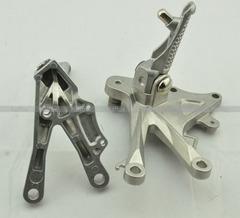 Подножки передние с кронштейнами для мотоцикла Kawasaki ZX-10R 06-10