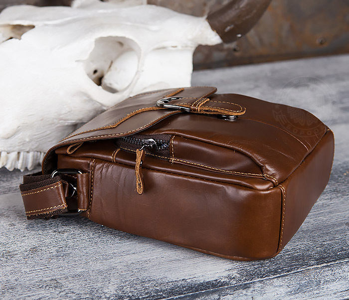 BAG434-2 Небольшая кожаная сумка с ремнем на плечо фото 05