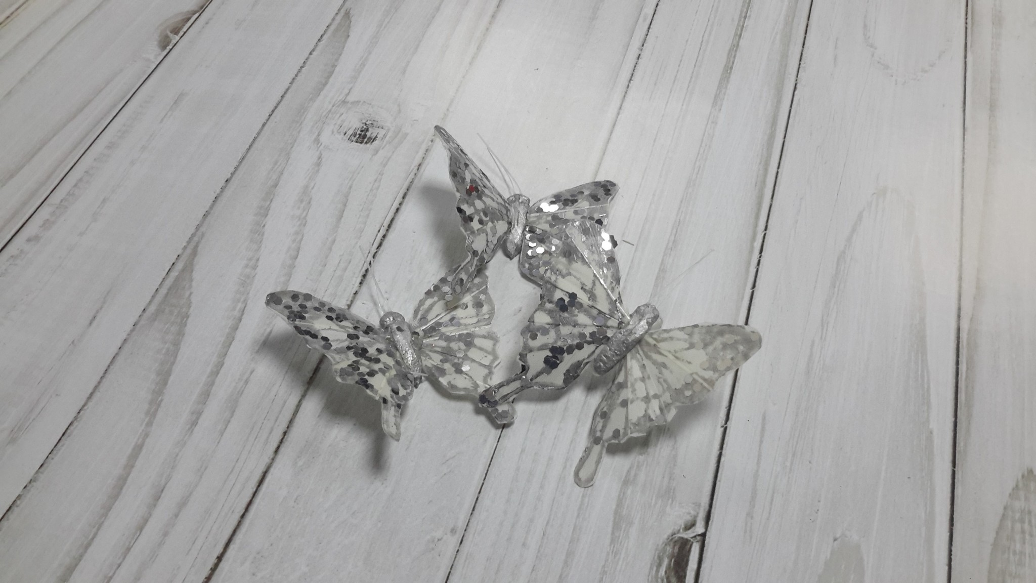 Бабочки на прищепке БЕЛЫЕ с глиттером, 6 см, 1 шт.