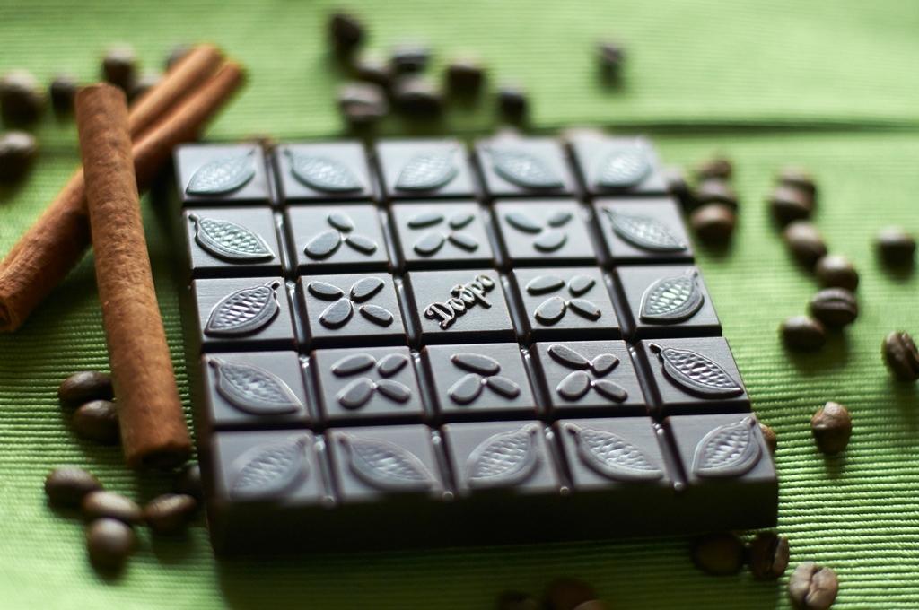 Шоколад на меду с корицей, кофе и ванилью Петербургский, вид сзади