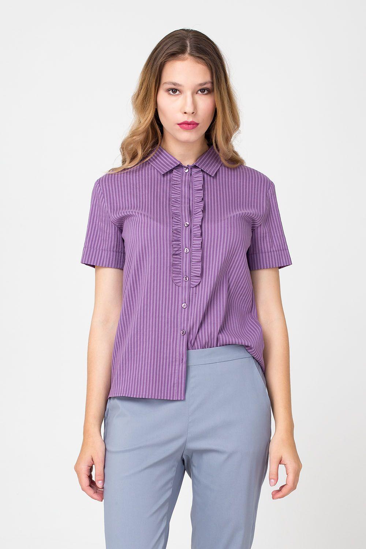 Блуза Г665-307 - Блуза с узкой манишкой, обрамляющей линию застежки, – идеальный выбор для офисного гардероба. Модель выполнена в красивом и очень редком сиреневом оттенке и украшена полосатым принтом. Наличие в составе ткани эластана говорит о прекрасной посадке, созданного дизайнером бренда шедевра. Благодаря продуманной длине блуза хорошо сочетается и с юбками, и с брюками.