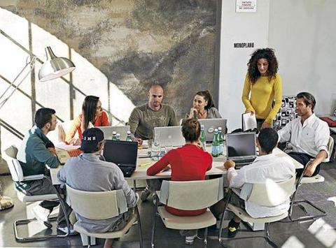 Стол для переговоров прямоугольный с системой кабель-менеджмента LOGIC