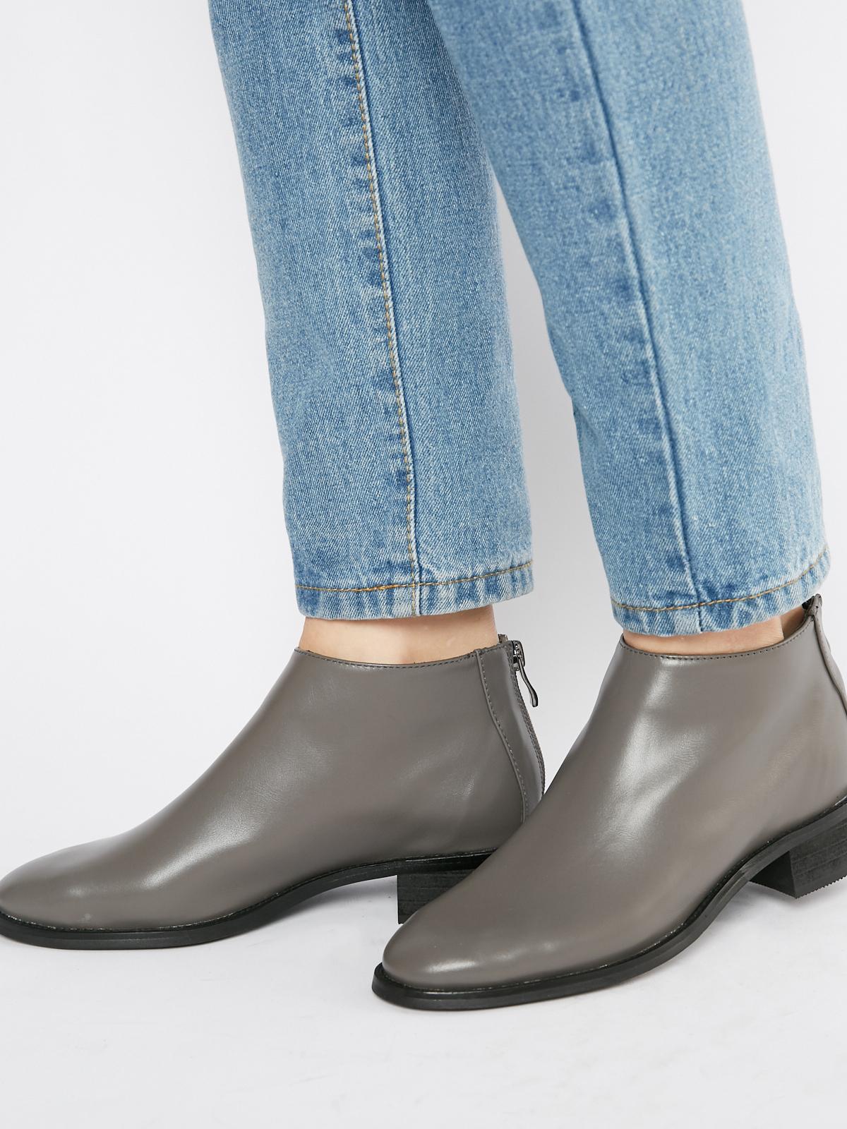 Ботинки кожаные с молнией на пятке