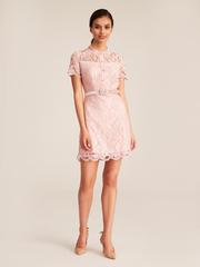Платье из кружева на пуговицах