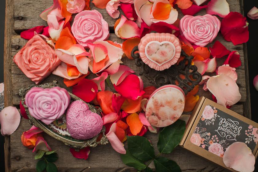 Мыло Сердце из роз. Пластик