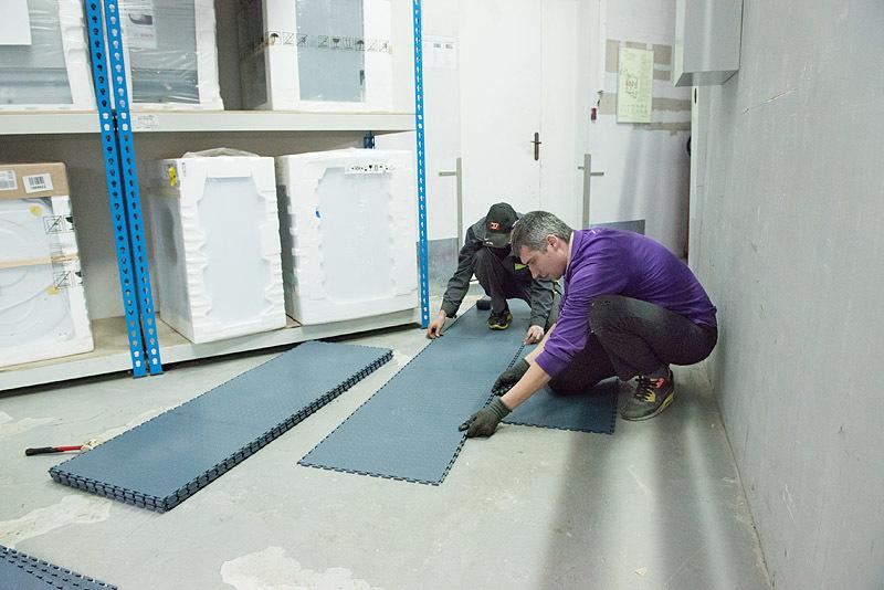 Напольная плитка ПВХ 500 х 500 мм в гараж. Серая, толщина 7 мм.
