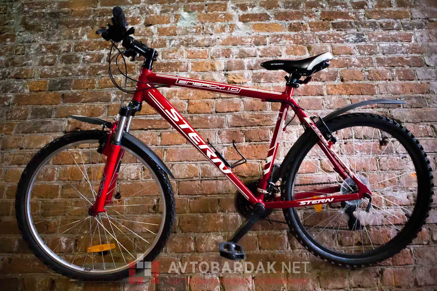 Держатель велосипеда настенный за педаль