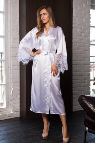 Длинный халат шелковистый белого цвета с кружевом
