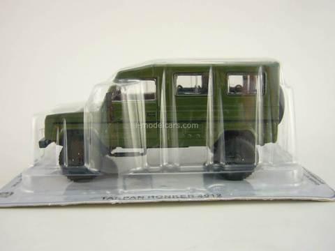 Tarpan Honker 4012 dark green 1:43 DeAgostini Kultowe Auta PRL-u #54