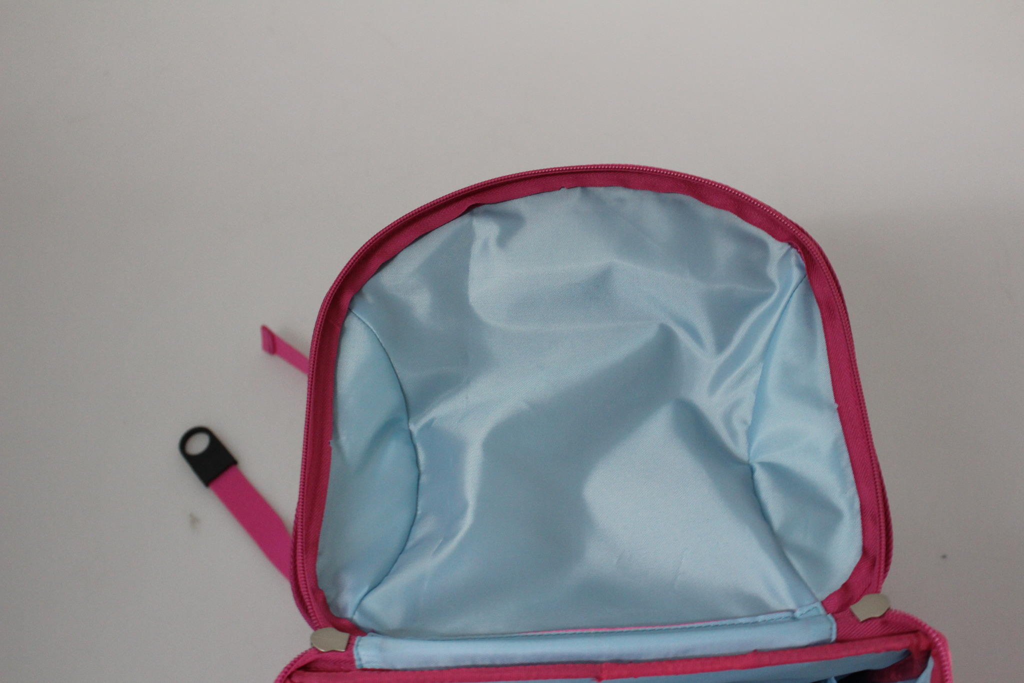 Школьный пиксельный рюкзак Super Class розовый внутреннее пространство