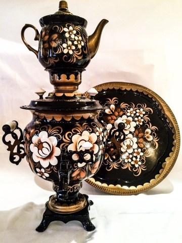 Самовар электрический трехлитровый в наборе с подносом и чайником с художественной росписью «Белые розы»