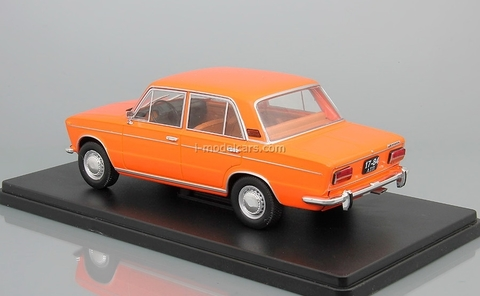 VAZ-2103 Zhiguli Lada orange 1:24 Legendary Soviet cars Hachette #13