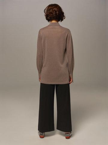Женский джемпер серо-коричневого цвета на пуговицах - фото 6