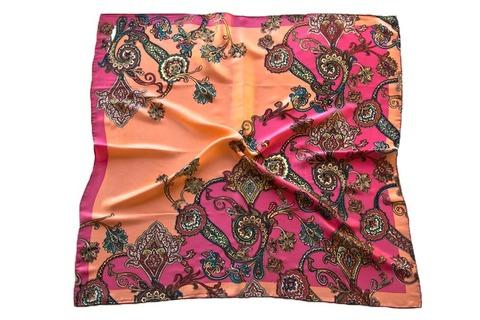 Итальянский платок из шелка розовый с рисунком 5479