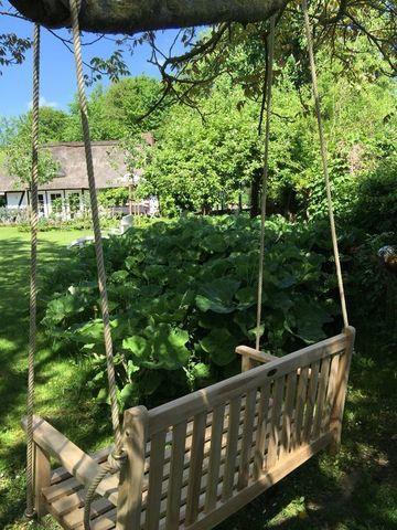 подвесные деревянные качели