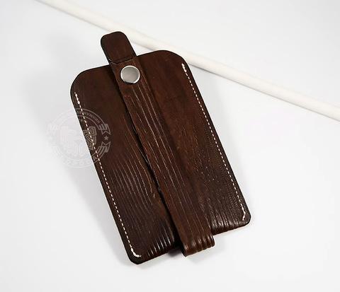 Кожаная ключница ручной работы с фактурой дерева