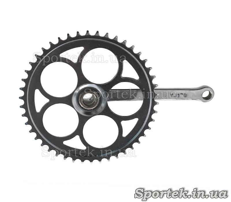 Вид с обратной стороны на шатуны для односкоростного велосипеда под клин, звезда на 46 зубьев, 170мм