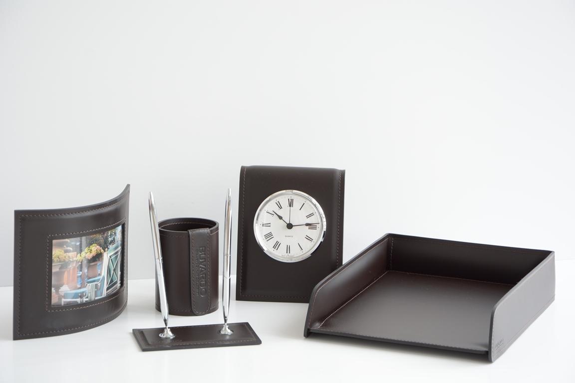 Кожаный набор  арт.9022/85 на стол руководителя 5 предметов с часами.