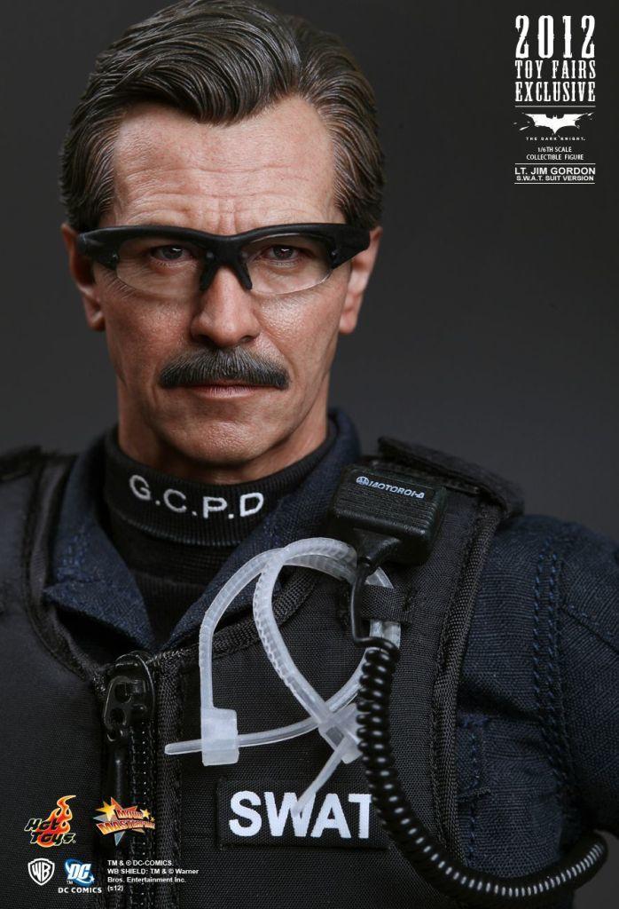 The Dark Knight Lt. Jim Gordon S.W.A.T. Suit Version) Exclusive