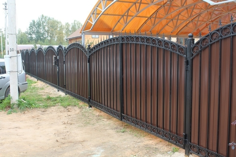 Кованый забор с профнастилом N-10