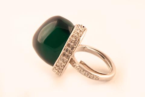 Роскошное кольцо с крупным изумрудным кабошоном от KJL