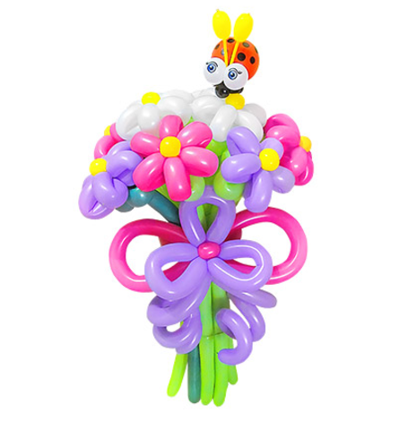 Букет цветов с божьей коровкой