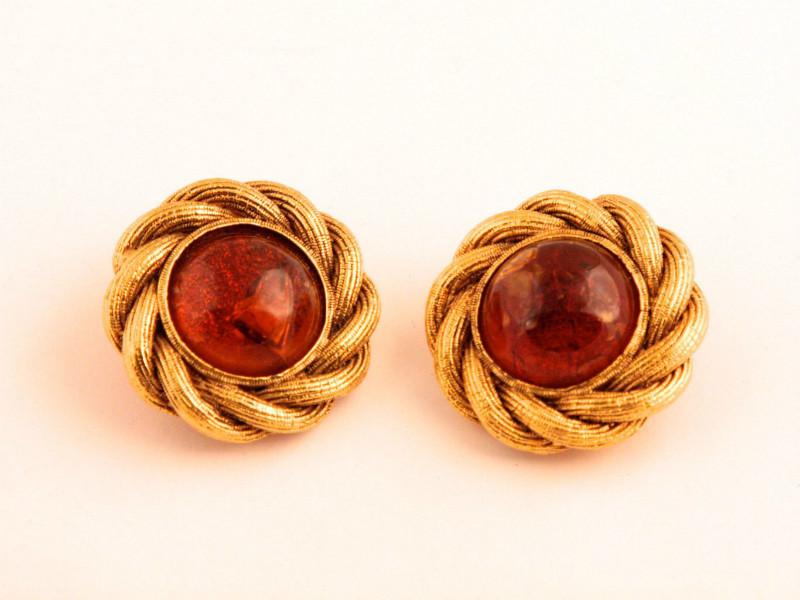 Элегантные круглые клипсы с коричневым стеклом Грипуа от Chanel, 25 сезон |  Vintage Season 25 Brown and Gold Tone Gripoix Round Clip On Earrings
