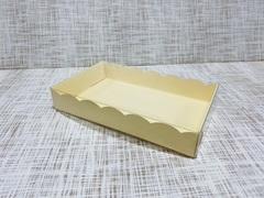 Коробка 18х11х3 см, картон, с прозрачной крышкой и ажурным краем,