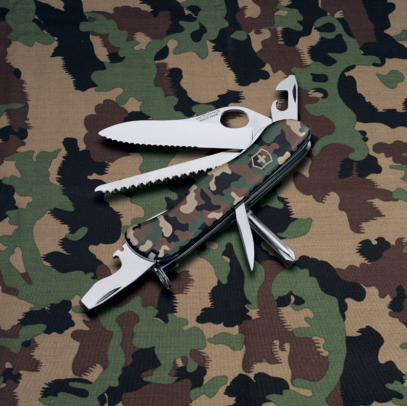 Швейцарский нож Victorinox Trailmaster One Hand (0.8463.MW94) камуфляжный