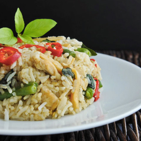 https://static-eu.insales.ru/images/products/1/2518/105015766/green_curry_rice.jpg
