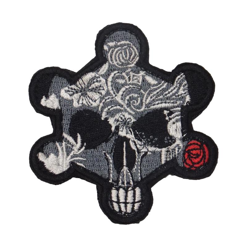 Револьвер череп и роза