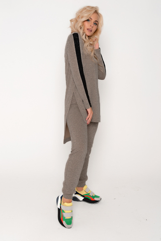 Гламурный костюм в стиле Casual. Удобный и практичный вариант на каждый день.