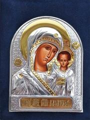 Маленькая серебряная икона Казанской Божьей Матери в футляре.