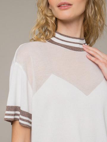 Женский белый джемпер с коротким рукавом и контрастными вставками - фото 2