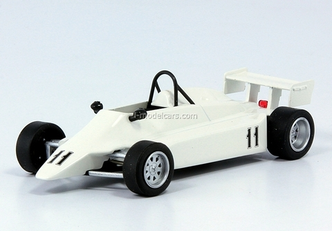 Estonia-21M white 1:43 DeAgostini Auto Legends USSR #127