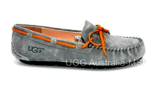 UGG Women's Dakota Grey