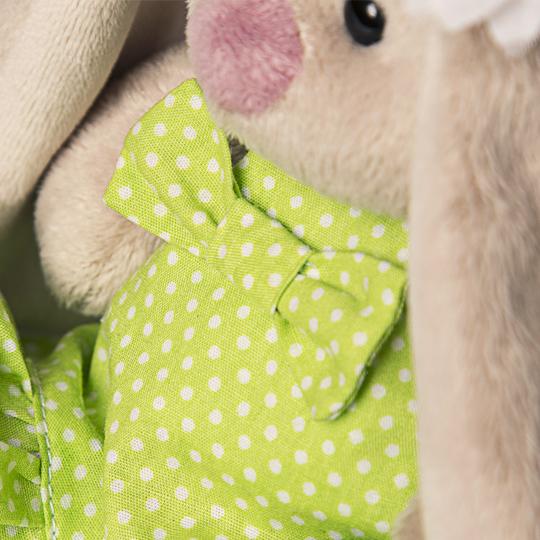 Зайка Ми в зеленом сарафанчике и в венке из ромашек