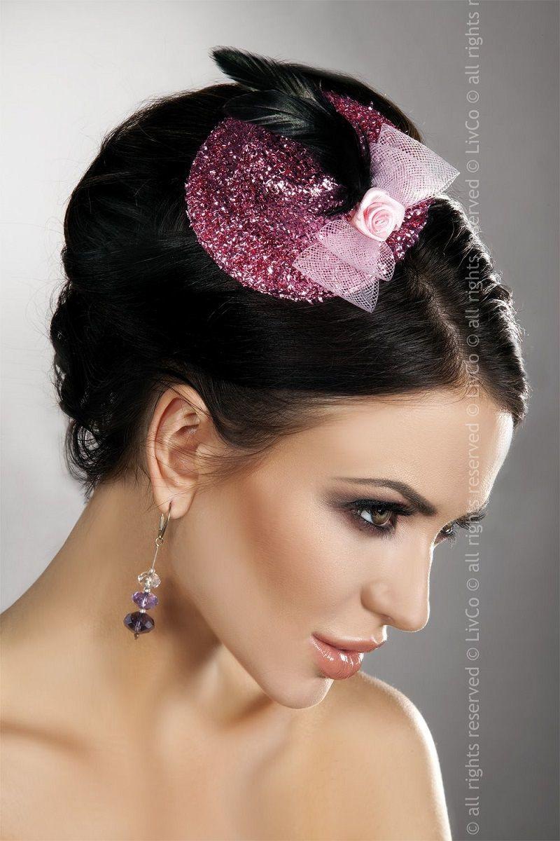 Перчатки и аксессуары: Блестящая розовая шляпка с розочкой