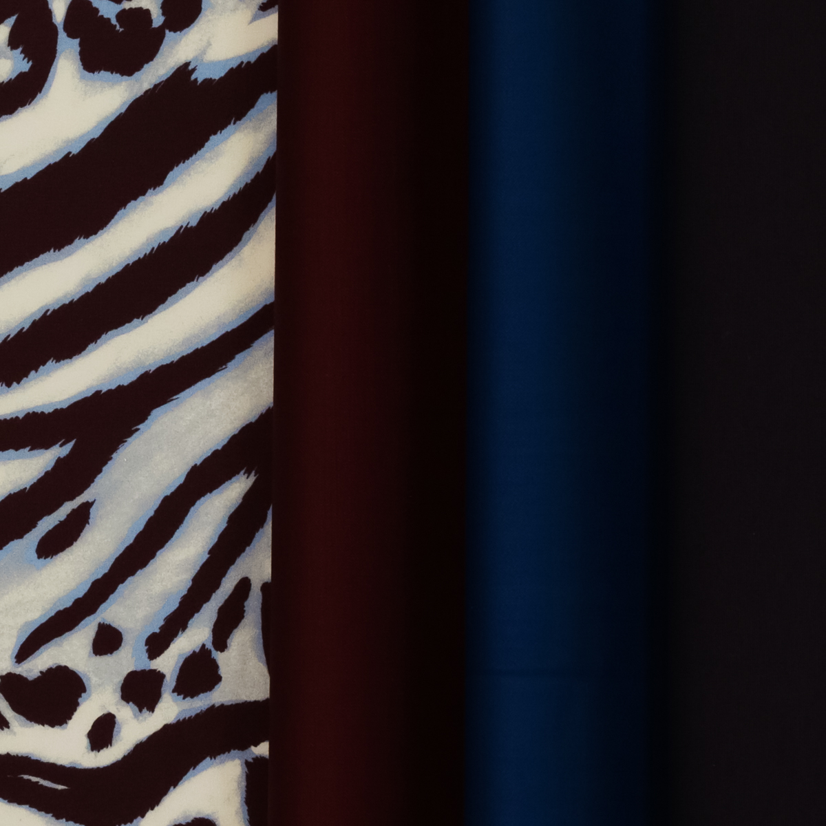 Плательно-блузочный шелк с крупным принтом