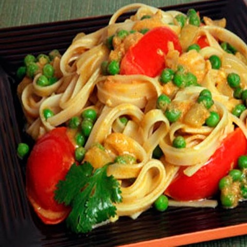 https://static-eu.insales.ru/images/products/1/258/36266242/yellow_curry_veg_noodles.jpg