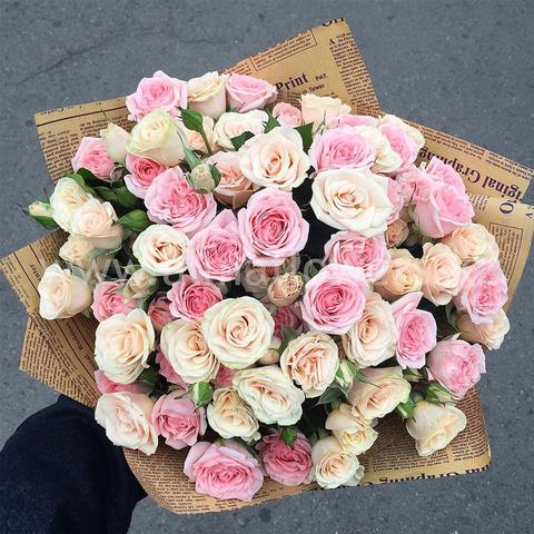 Букет из нежно розовых кустовых роз
