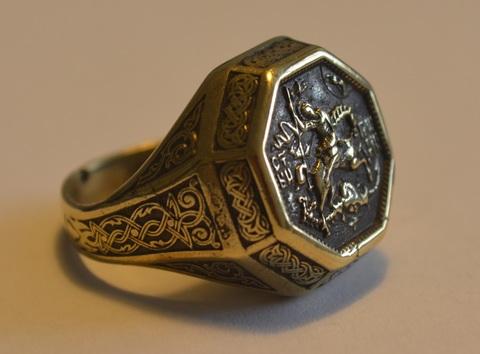 Стильный интересный перстень печатка