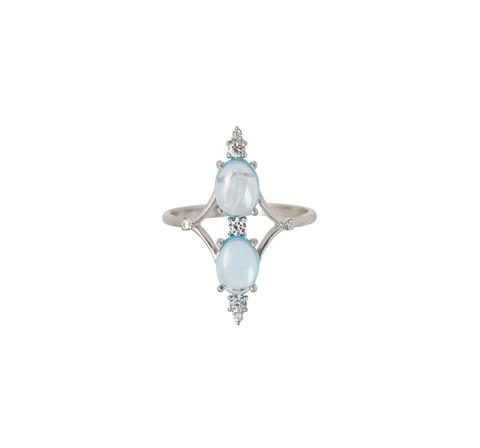Вертикальное кольцо с голубыми топазами