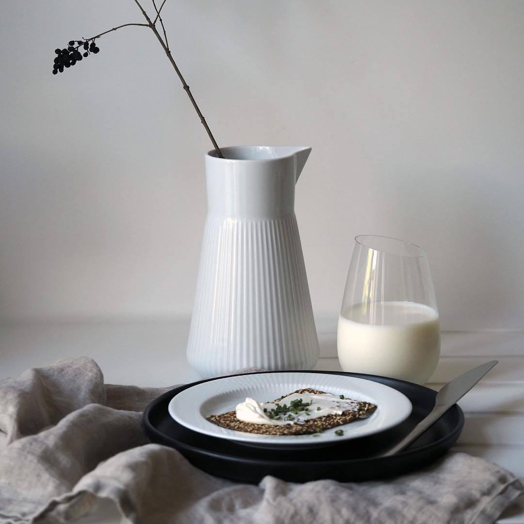 Кувшин для молока фарфоровый Legio Nova 1 л белый Eva Solo 886262 | Купить в Москве, СПб и с доставкой по всей России | Интернет магазин www.Kitchen-Devices.ru
