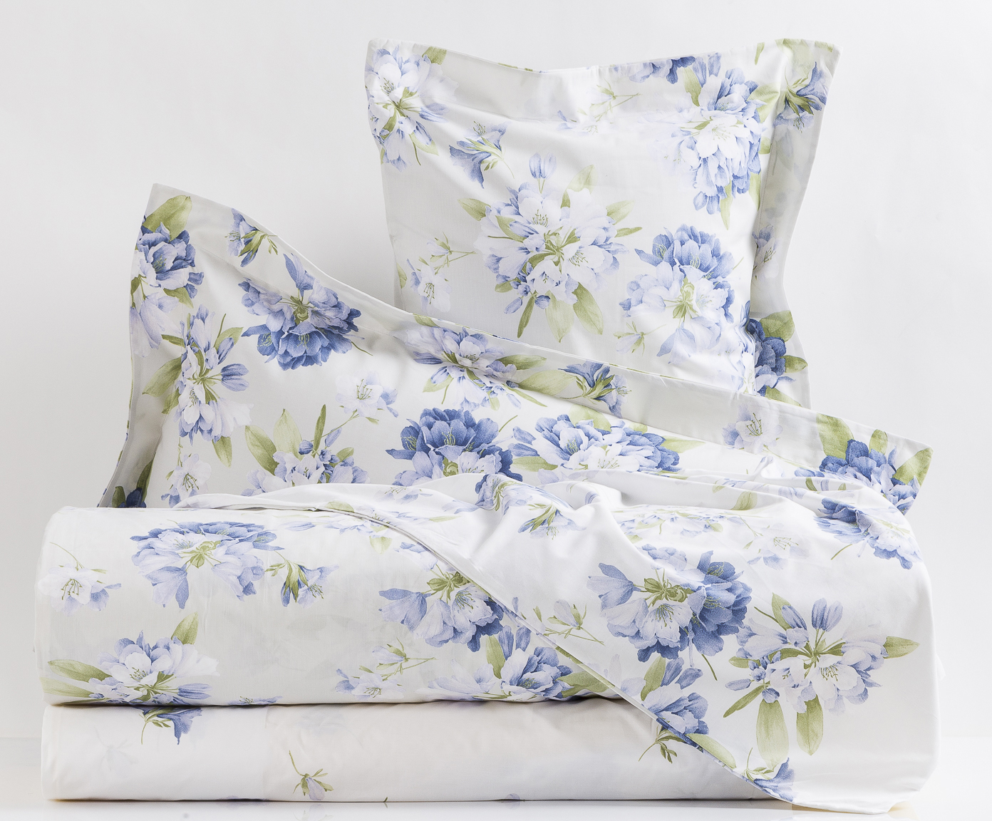 Комплекты Постельное белье семейное Mirabello Rododendri с голубыми цветами elitnoe-postelnoe-belie-rododendri-s-golubymi-tsvetami-ot-mirabello.jpg