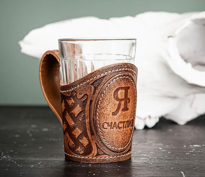 BY31-03-03 Подарочный подстаканник «Я Счастлив» из кожи с граненным стаканом