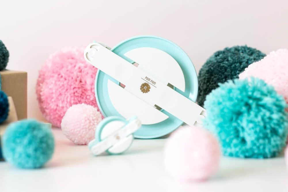 Инструмент для изготовления помпонов - We R DIY Party Pom Pom Maker- 3 размера- Small, Medium & Large