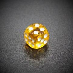 Кубик D6: прозрачный золотой